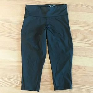 2XU workout cropped black leggings size medium
